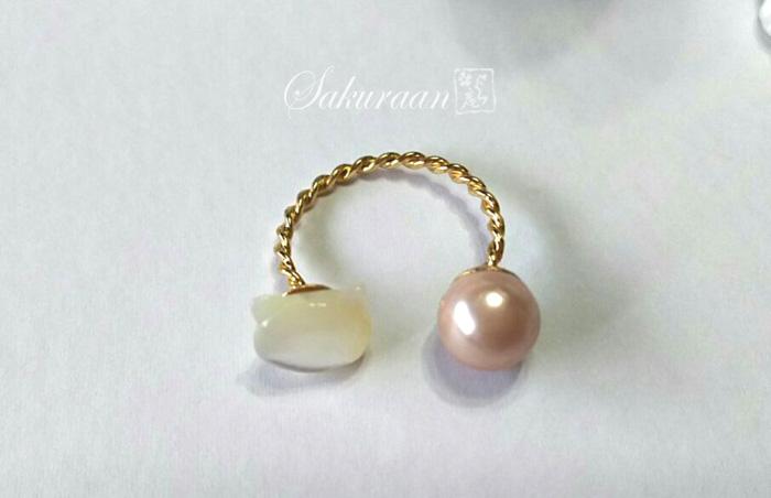 白猫とピンクパールのリング