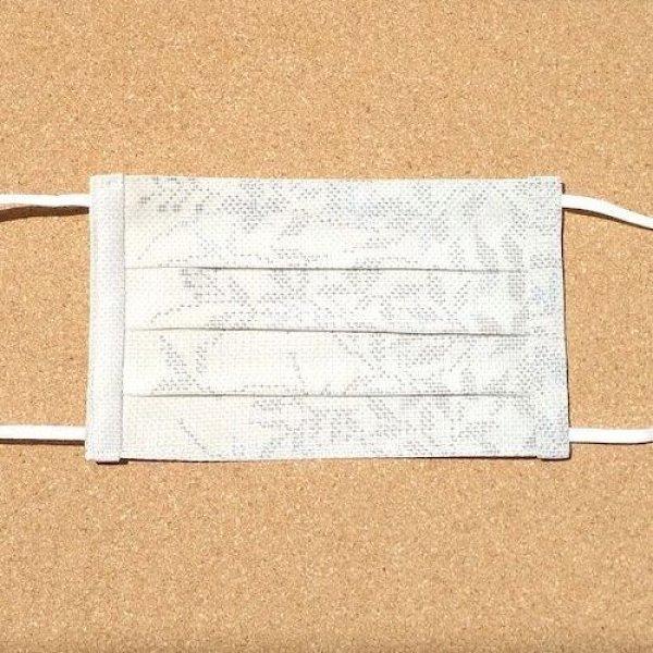 画像1: 絹マスク  夏大島/正絹<白泥×草花>Mサイズ (1)