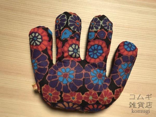 画像1: 拘縮予防てのひら保護の「ニギニギ」【黒モザイク花】  (1)