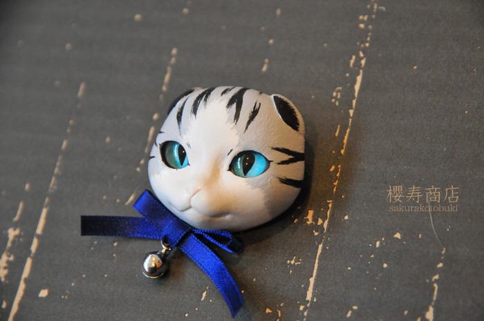猫顔ブローチ
